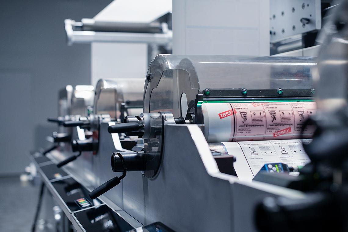 auschnitt-flexodruckmaschine-von-robos-labels
