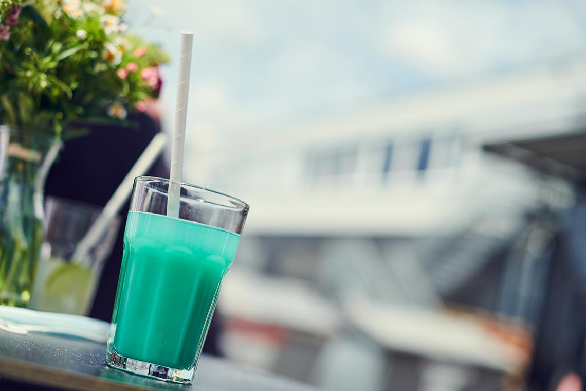 Von den Mitarbeitern des Marketings gemixt: Ein Cocktail in Hausfarbe Pantone 3560.